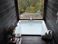 Bath with View - Peppers Cradle Mountain Lodge